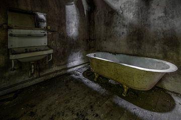 Badkamer in verlaten huis van