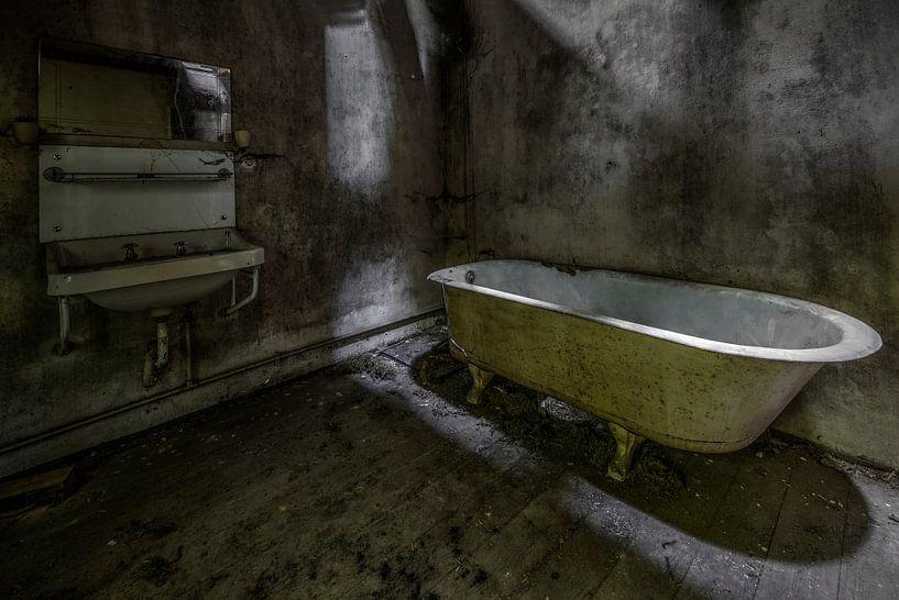 Badkamer in verlaten huis von Kristel van de Laar