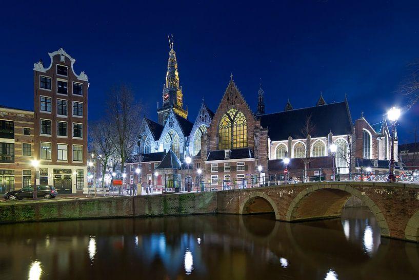 Nachtfoto Oude Kerk Amsterdam van Anton de Zeeuw