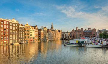Amsterdam Damrak in the evening sun sur