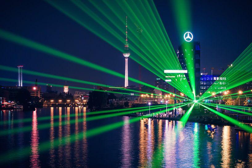 Berlin – Skyline at Night / Spree Panorama van Alexander Voss