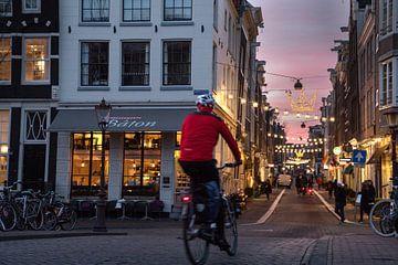 De sfeer van de grachtengordel in Amsterdam met Kerstverlichting van Suzan Baars
