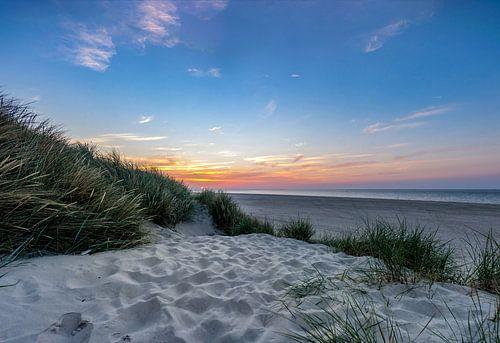 Zonsondergang duin vuurtoren Texel van