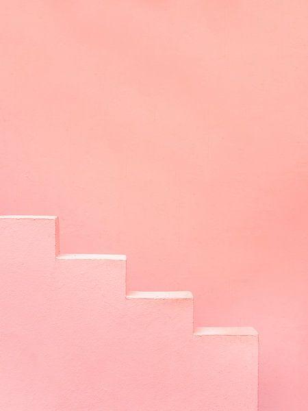 Roze traptreden in Muralla Roja Spanje van Raisa Zwart