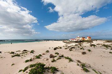 Strand van El Cotillo op Fuerteventura met idyllische huisjes van Peter de Kievith Fotografie