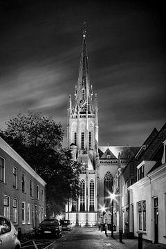 Sint Nicolaas Basiliek te IJsselstein bij avond in zwartwit van Tony Buijse