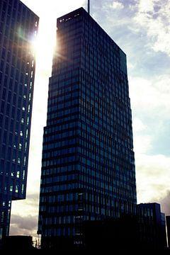 Kantoorgebouw in Almere bij zonsondergang van André van Bel