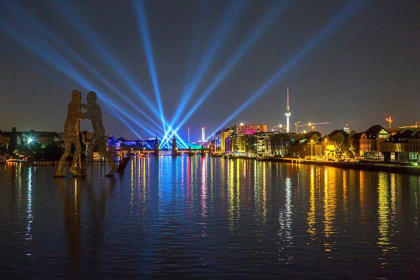 Spectacle de lumière à l'Osthafen de Berlin sur Frank Herrmann