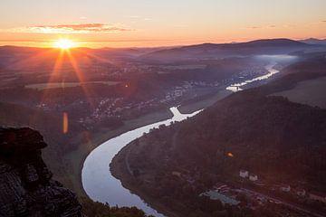 Sonnenaufgang über die Elbe von Sergej Nickel