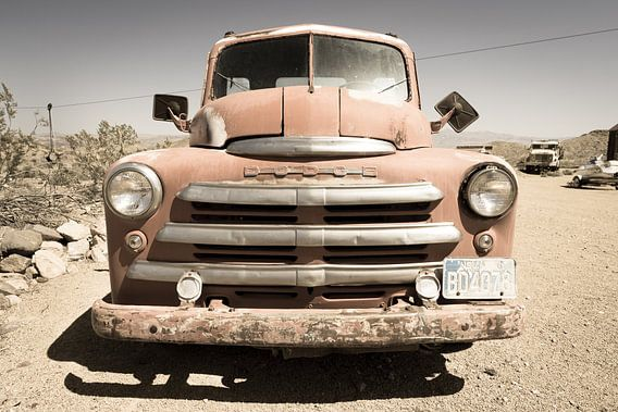 Oude Dodge auto van Inge van den Brande