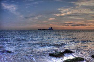 Schiff in der Nähe der Küste Zoutelande von MSP Canvas