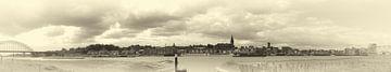 Panorama Nijmegen sepia sur Lonneke Klomp