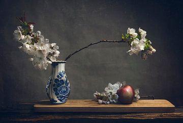 Bleu de Delft avec fleur de pommier sur Joey Hohage