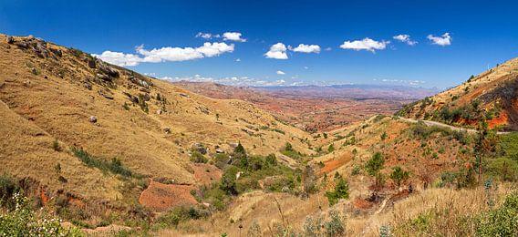 Madagaskar landschap uitzicht van Dennis van de Water