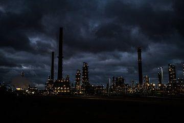 Raffinaderij in de Botlek van MICHEL WETTSTEIN