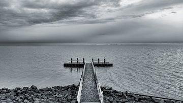 Der endlose Horizont vom Afsluitdijk aus von Studio de Waay