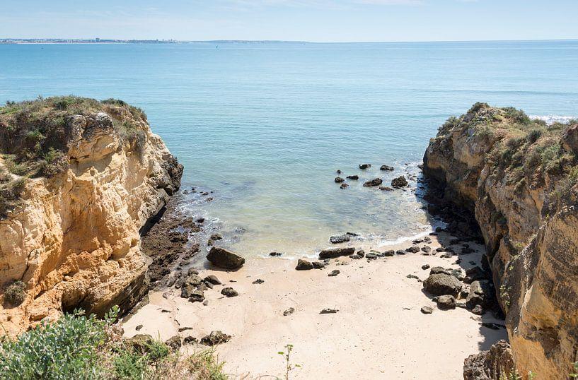 de rotsen van de algarve bij Laos in Portugal von ChrisWillemsen