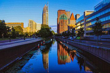 Reflecterende skyline van Den Haag van