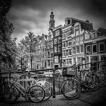 AMSTERDAM Flower Canal black & white van Melanie Viola