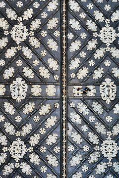 Prag - Tür schwarz-weiß von Wout van den Berg