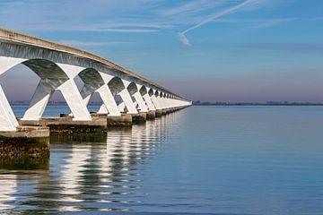 Uferdamm-Brücke von gea strucks