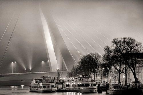 Erasmusbrug in de mist von Vincent van Kooten
