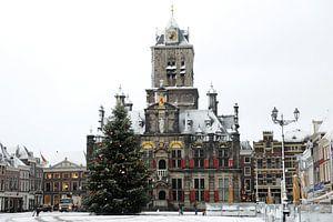 Delft - stadhuis met kerstboom in de sneeuw