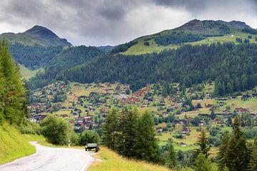 De weg naar Grimentz in de zomer von Dennis van de Water