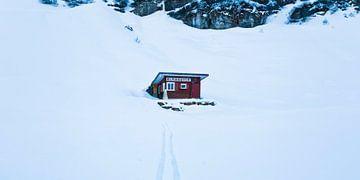 Almrausch Schutzhütte in Zürs am Arlberg im Winter von Werner Dieterich