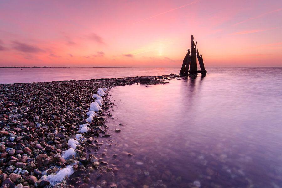 Kleurrijke zonsopkomst bij het Grevelingenmeer