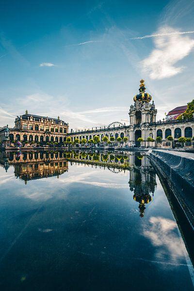 Zwinger Dresden, overdag weerspiegeling in het water van Fotos by Jan Wehnert