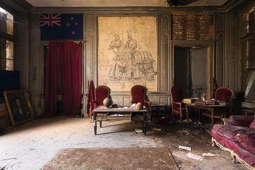 Bureau in een Verlaten Kasteel. van Roman Robroek