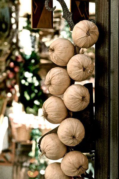 Dolce Vita series: Garlic strings attached van juvani photo