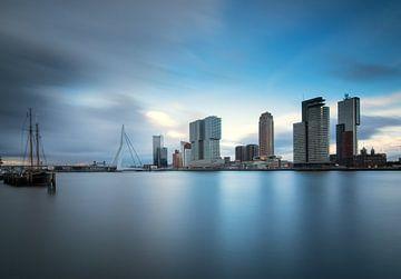 Kop van zuid in Rotterdam van Ilya Korzelius