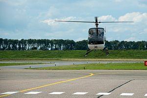 Helicopter landt op Airport lelystad