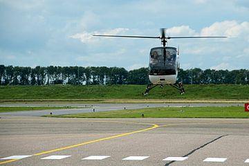 Helicopter landt op Airport lelystad van