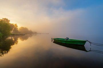 Boot auf dem Hopfensee bei Sonnenaufgang
