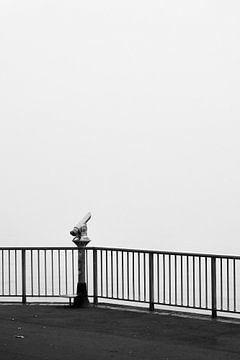 Street Photography - Fernrohr im Nebel von Christian Mueller