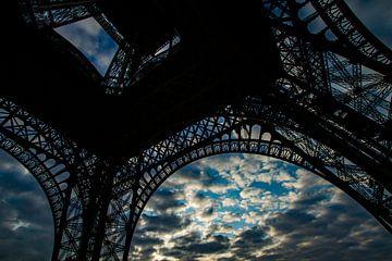 Eiffeltoren in avondlucht van René Groenendijk