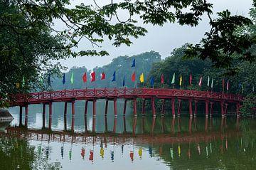 Hanoi: Morning Sunlight Bridge van Maarten Verhees
