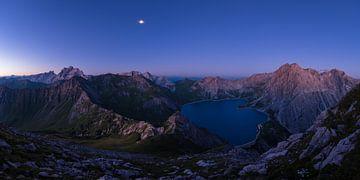 Kurz vor Sonnenaufgang am Lünersee von Denis Feiner