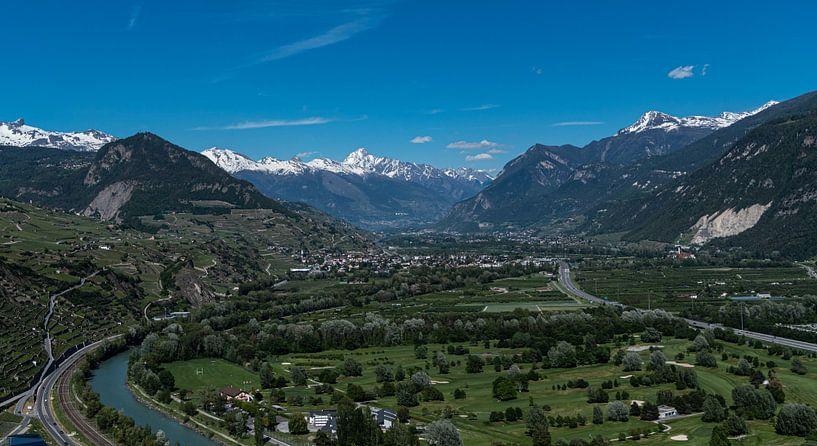 Uitzicht over Sion, Zwitserland van Ingrid Aanen
