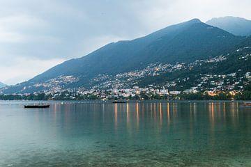 Avond foto Lago maggiore van Suzanne Vastenburg-de Vreeze