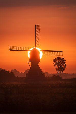 molen met opkomende zon