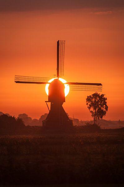 molen met opkomende zon van Bart Hardorff