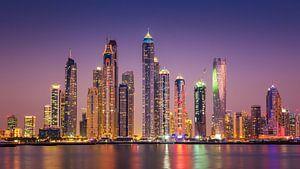 Dubai Marina skyline van