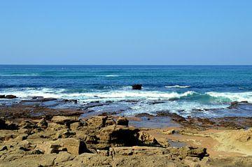 Indische oceaan aan de oostkust van Zuid Afrika bij Mission Rocks van Vera Boels