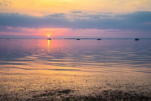 Zonsondergang bij Rügen in de Oostzee, Duitsland