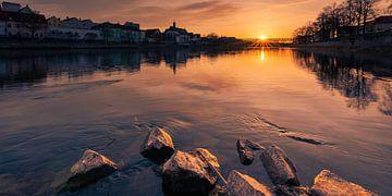 Coucher de soleil sur le Danube à Regensburg sur Robert Ruidl