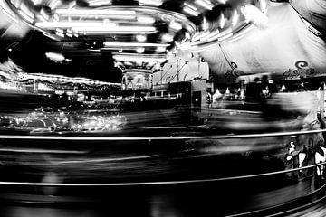 Draaimolen in zwartwit van Wim Stolwerk